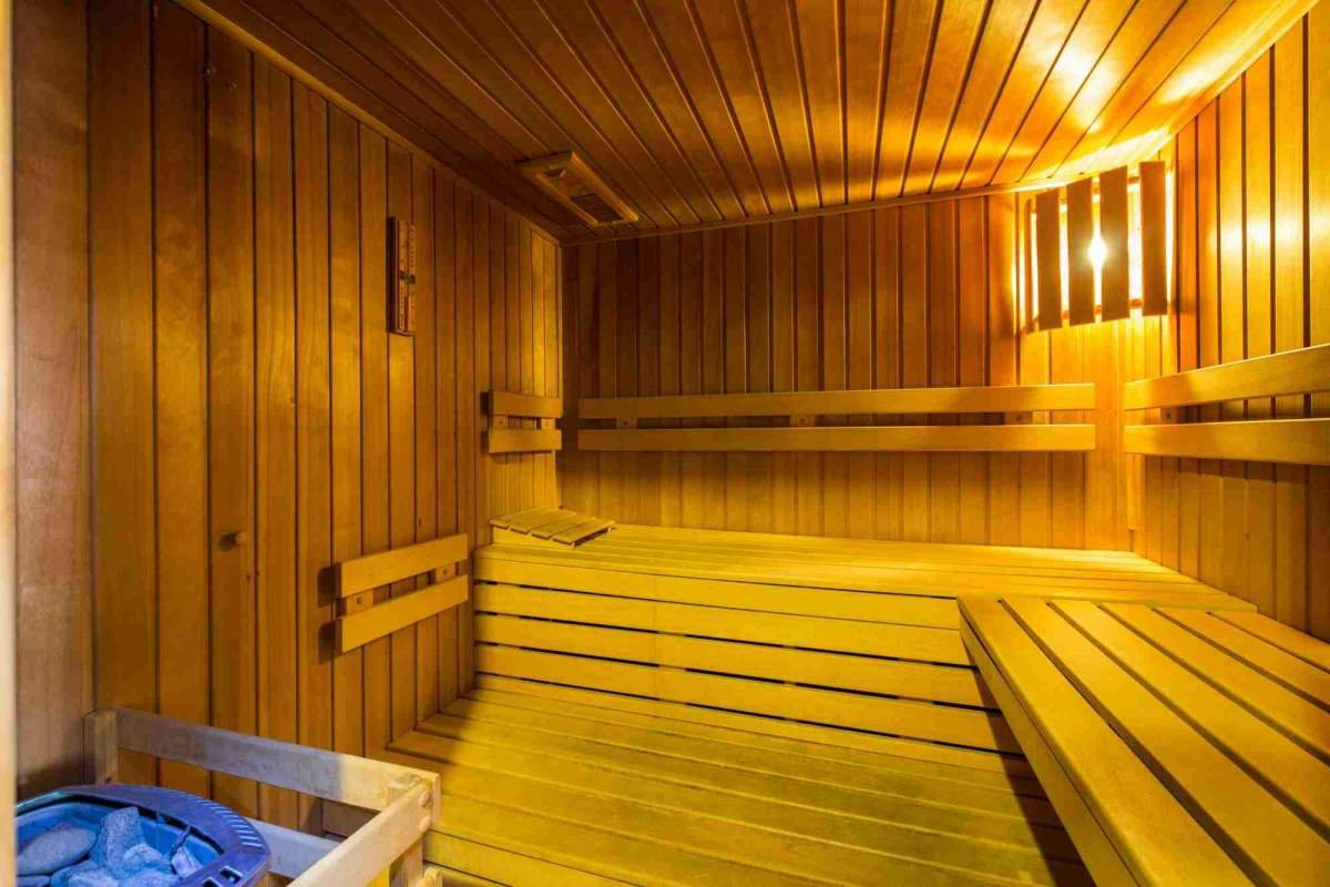 Der sauna in steifen Moritz kriegt